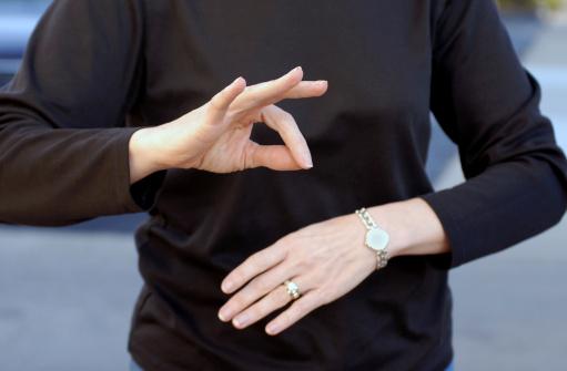 Comment apprendre le langage des signes ?