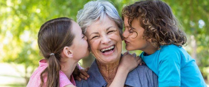 Pourquoi offrir un cadeau personnalisé aux parents ou aux grands-parents ?