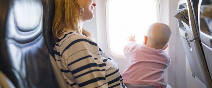 Partir en vacances avec son bébé : les précautions à prendre